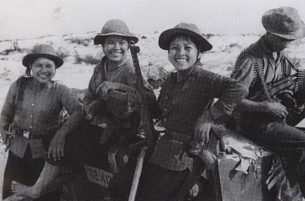 Ngạc nhiên tính năng mũ cối, mũ tai bèo của bộ đội Việt Nam