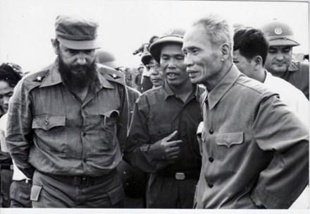 Huyền thoại lãnh đạo Cuba và những chuyến thăm lịch sử tới Việt Nam