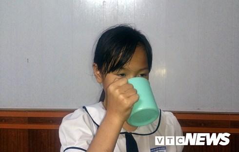 Nữ giáo viên ở Hải Phòng phạt học sinh uống nước vắt ra từ giẻ lau bảng do nói chuyện riêng trong lớp.